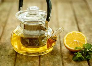 Heisser Tee mit Honig